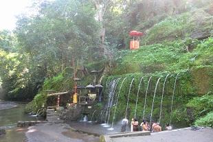 緑豊かな沐浴場