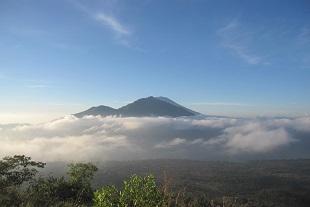 アバン山とアグン山