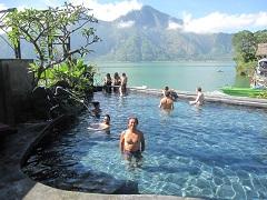 バトゥール山 温泉