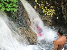 スバトゥ滝