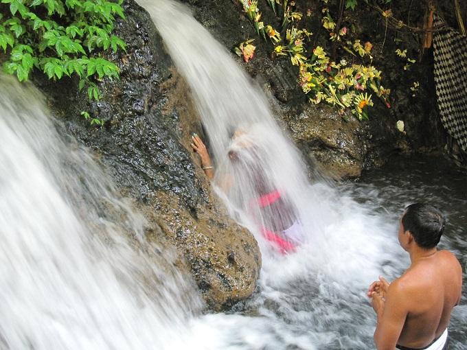 荒々しい中に美しさがある滝